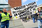Nederland, Nijmegen, 11-5-2019Landelijke demonstratie van Gele Hesjes door de binnenstad. Hoewel de opkomst wat tegenviel vetrok de bonte stoet vanaf het station naar Plein44 . Foto: Flip Franssen