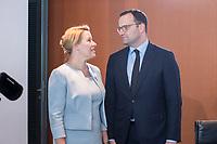 03 JUL 2019, BERLIN/GERMANY:<br /> Franziska Giffey (L), SPD, Bundesfamlienministerin, und Jens Spahn (R), CDU, Bundesgesundheitsminister, im Gespraech, vor Beginn der Kabinettsitzung, Bundeskanzleramt<br /> IMAGE: 20190703-01-011<br /> KEYWORDS: Kabinett, Sitzung, Gespräch