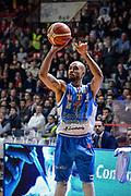 DESCRIZIONE : Varese Lega A 2015-16 Openjobmetis Varese Dinamo Banco di Sardegna Sassari<br /> GIOCATORE : David Logan<br /> CATEGORIA : Tiro Tre Punti <br /> SQUADRA : Dinamo Banco di Sardegna Sassari<br /> EVENTO : Campionato Lega A 2015-2016<br /> GARA : Openjobmetis Varese - Dinamo Banco di Sardegna Sassari<br /> DATA : 27/10/2015<br /> SPORT : Pallacanestro<br /> AUTORE : Agenzia Ciamillo-Castoria/M.Ozbot<br /> Galleria : Lega Basket A 2015-2016 <br /> Fotonotizia: Varese Lega A 2015-16 Openjobmetis Varese - Dinamo Banco di Sardegna Sassari