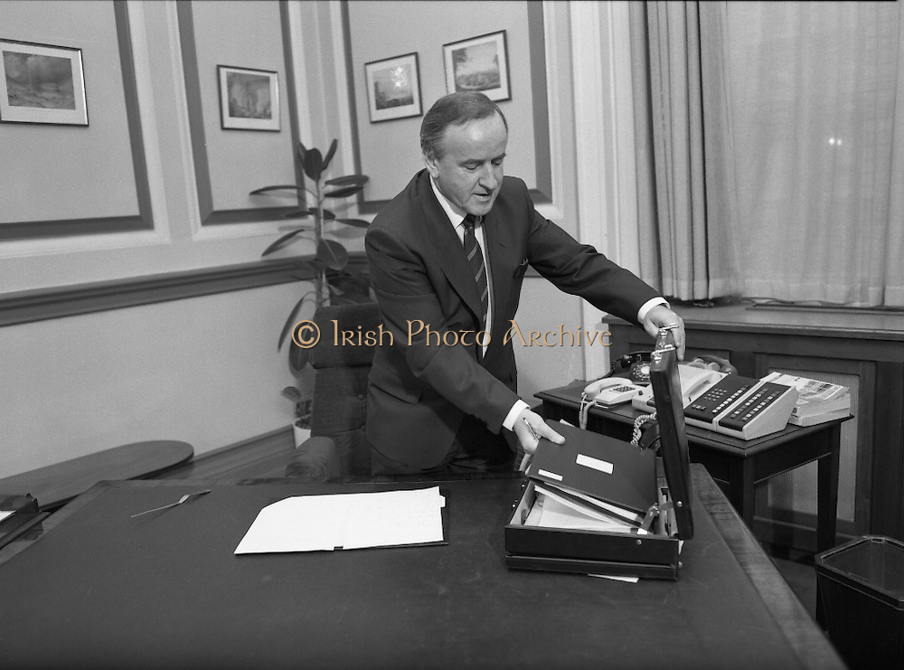 Albert Reynolds Presents Budget   (R95)..1989..25.01.1989..01.25.1989.25th January 1989..Today saw the presentation of the Budget of Albert Reynolds,TD, Minister for Finance. Mr Reynolds will present his budget to the Dáil this afternoon...Preparing to go. Albert Reynolds, Minister for Finance, packs the budget away as he prepares for the short walk to the Dáil chamber where he will deliver his budget speech this afternoon..