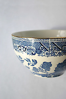 Willow pattern style china sugar bowl with gold trim<br />