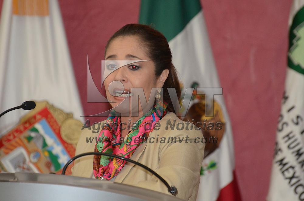 Toluca, Méx.- Aurora Cervantes Martínez, Procuradora Federal de la Defensa del Trabajo, durante la firma de convenio entre la Secretaria del Trabajo estatal y la Comisión de Derechos Humanos del Estado de México. Agencia MVT / José Hernández