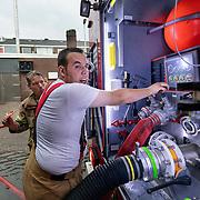 Foto: David Rozing Nederland Barendrecht 29 mei 2018 Wateroverlast door enorme hoosbuien clusterbui clusterbuien hoosbui. Brandweer pompt water uit ondergelopen winkelpand winkel weg. Code Oranje
