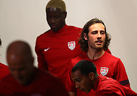 Fotball<br /> Foto: imago/Digitalsport<br /> NORWAY ONLY<br /> <br /> 05.09.2013  <br /> September 05 2013: Mix / Mikkel Diskerud of the USA MNT waits to go out onto the field during a practice session in the rain at the National Stadium in San Jose, Costa Rica