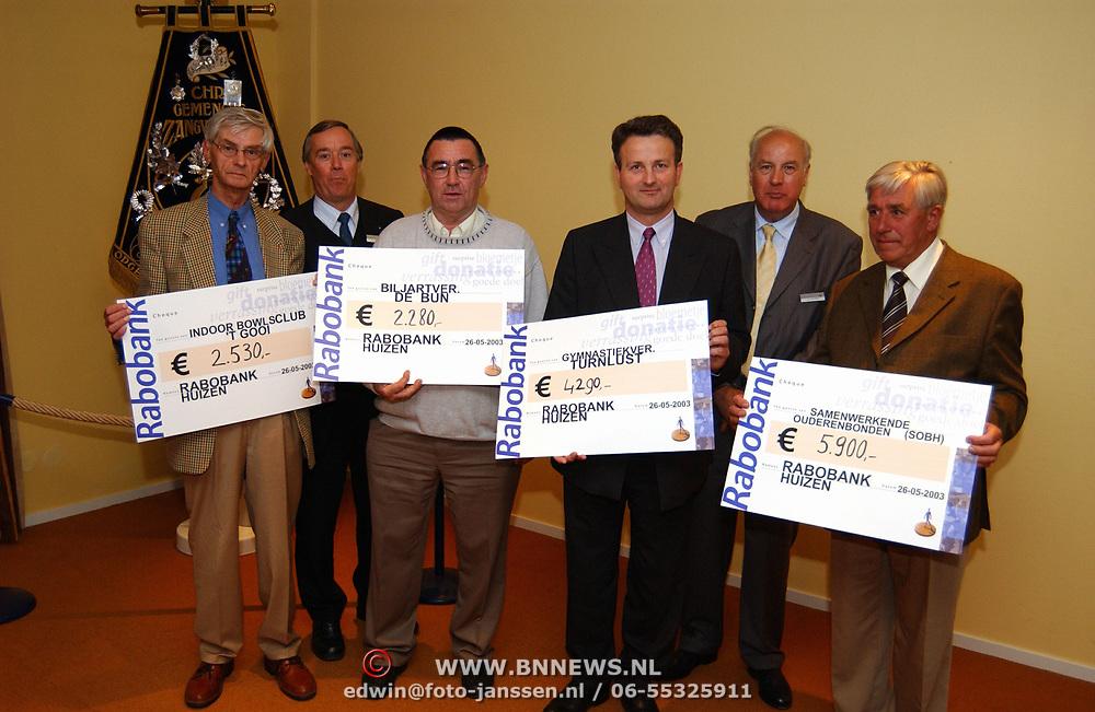 Ledenvergadering Rabobank Huizen, uitreiking cheque