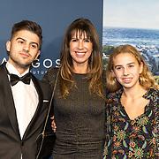 NLD/Amsterdam/20191028 - Koninklijk bezoek Premiere Galapagos, Isa Hoes met haar kinderen Merlijn en Vlinder