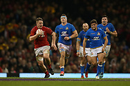 James Davies of Wales (l) makes a break. Wales v Italy , NatWest 6 nations 2018 championship match at the Principality Stadium in Cardiff , South Wales on Sunday 11th March 2018. pic by Andrew Orchard, Andrew Orchard sports photography