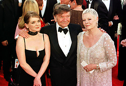 Dame Judi Dench (R) with her husband, Michael Williams and daughter Finty Williams, arrive for the 72nd Annual Academy Awards [The Oscars] at the Shrine Auditorium in Los Angeles, USA.   *12/01/01 Michael Williams has died after a long battle with cancer his agent said.