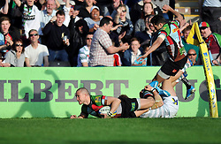 Mike Brown (Harlequins) scores his team's third and final try - Photo mandatory by-line: Patrick Khachfe/JMP - Tel: Mobile: 07966 386802 29/03/2014 - SPORT - RUGBY UNION - The Twickenham Stoop, London - Harlequins v London Irish - Aviva Premiership.