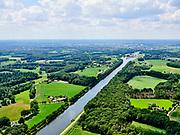Nederland, Gelderland, Gemeente Lochem, 21–06-2020;  overzicht Twentekanaal tussen Zutphen (Eefde, aan de horizon) en Lochem<br /> Overview Twente Canal between Zutphen) Eefde and Lochem.<br /> <br /> luchtfoto (toeslag op standaard tarieven);<br /> aerial photo (additional fee required)<br /> copyright © 2020 foto/photo Siebe Swart