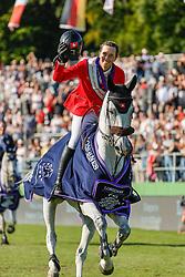 RIESENBECK - FEI Jumping European Championship Riesenbeck 2021<br /> <br /> FUCHS Martin (SUI), Leone Jei<br /> Siegerehrung / Prize giving ceremony<br /> Individual Final over 2 Rounds<br /> Round 2<br /> <br /> Hörstel-Riesenbeck, Reitanlage Riesenbeck International<br /> 05. September 2021<br /> © www.sportfotos-lafrentz.de/Stefan Lafrentz