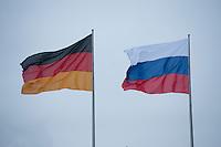 16 JAN 2009, BERLIN/GERMANY:<br /> Deutsche Flagge und Russische Flagge, Bundeskanzleramt<br /> IMAGE: 20090116-01-001<br /> KEYWORDS: Fahne, Fahnen, Flaggen, Deutschland, Russland