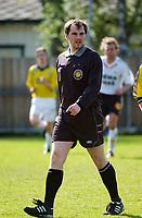Dommer Kay Roger Olsen. Rosenborg 2 - Narvik 1-2. 2. divisjon 2004 - avdeling 4. 11. mai 2004. (Foto: Peter Tubaas/Digitalsport).