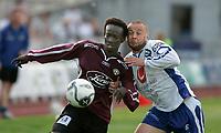 Fotball<br /> Adeccoligaen<br /> 20.08.2006<br /> Haugesund v Sogndal<br /> Foto: Jan Kåre Ness, Digitalsport<br /> <br /> Sogndals Aye Aye Elvis og Haugesunds Arild Andersen i tett duell