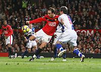 Photo: Steve Bond/Richard Lane Photography. Manchester United v Blackburn Rovers. Barclays Premiership 2009/10. 31/10/2009. Dimitar Berbatov hooks the ball home for the opening goal