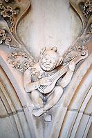 France, Cher (18), Bourges, palais Jacques-Coeur, detail des sculptures de la cheminée dans la salle des festins // France, Cher (18), Bourges, Jaques Coeur Palace, feast room, sculptures on the fireplace