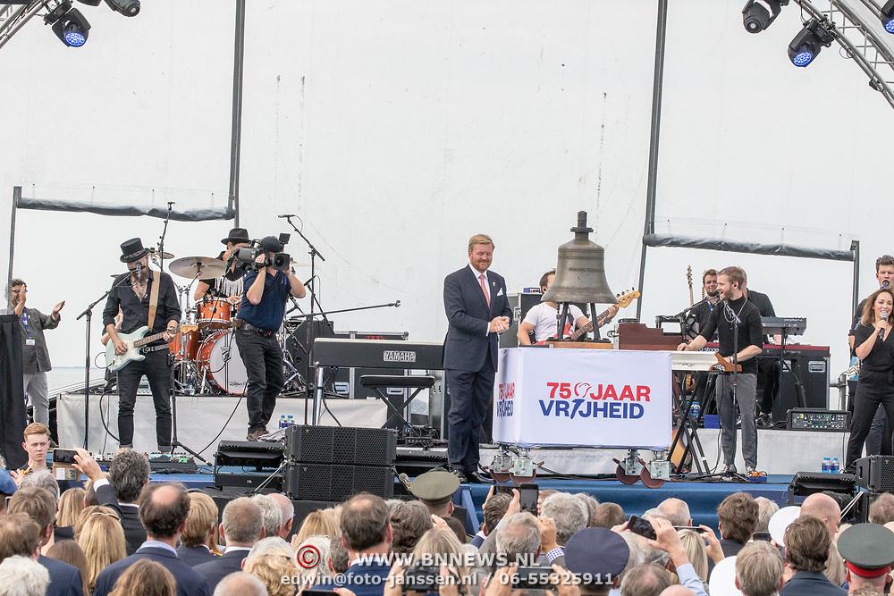 NLD/Terneuzen/20190831 - Start viering 75 jaar vrijheid, Koning Willem Alexander opent met een slag op de bel het herdenkingsjaar