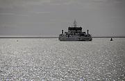 Nederland, Holwerd, Ameland, 20-8-2018 Vanaf de veerboot de Sier hebben passagiers mooi zicht op de zonsondergang en de lage waddenzee. Vogels, watervogels, doen zich tegoed aan voedsel uit het drooggevallen wad . Foto: Flip Franssen