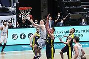 Basketball: Deutschland, 1. Bundesliga, Hamburg Towers -  EWE Baskets Oldenburg, Hamburg, 14.04.2021<br /> Justus Hollatz (Towers, l.) - Rasid Mahalbasic (Oldenburg, 2.v.l.)<br /> © Torsten Helmke