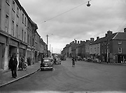 30/03/1957 <br /> Views of towns in Ireland. Main Street, Roscrea, Co. Tipperary.