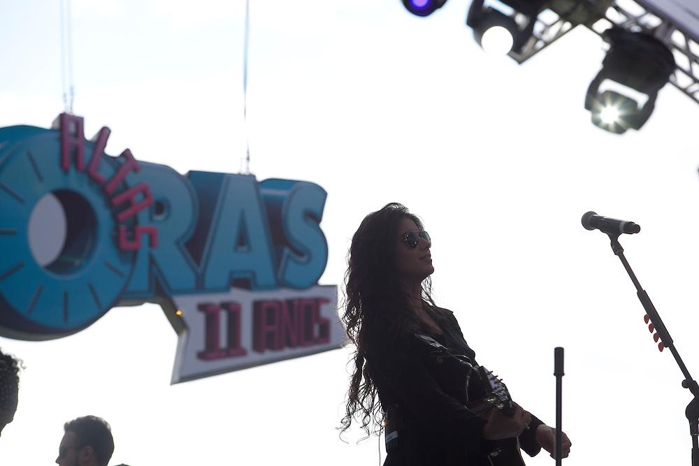 Brumadinho_MG, Brasil...O programa Altas Horas gravou especial em comemoracao aos seus 11 anos no ar.  O local escolhido foi o Instituto Inhotim em Brumadinho, Minas Gerais. Na foto Paula Fernandes...The tv program Altas Horas recorded special to commemorate his 11 years on the air. It happened Institute Inhotim in Brumadinho, Minas Gerais. Pictured Paula Fernandes...Foto: NIDIN SANCHES / NITRO