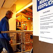 Komart Phohiflat Huizen met bord na verdwenen winkelkarren
