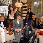 NLD/Eemnes/20061111 - Fotoshoot de Gouden Kooi, drank voor de deur, deelnemers, Stephan, Brian, Bart, Nena, Natasia, Ilona, Eveline, Sylvia