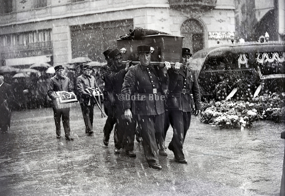 procession of a funeral with official full honor France 1940s