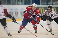 Ishockey<br /> 18. April 2015<br /> Landskamp<br /> Bergenshallen<br /> Norge - Latvia 2 - 1<br /> Eriks Sevcenko (L) og Roberts Lipsberg (R) , Latvia<br /> Ken Andre Olimb (M) , Norge<br /> Foto: Astrid M. Nordhaug