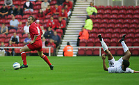 Fotball<br /> Foto: SBI/Digitalsport<br /> NORWAY ONLY<br /> <br /> Middlesbrough v Real Mallorca<br /> Pre-Season Football Friendly, Riverside Stadium, Middlesbrough 04/08/2004.<br /> Middlesbrough's Ray Parlour (l) leaves Mallorca's Marcos Vales (r) on the floor.