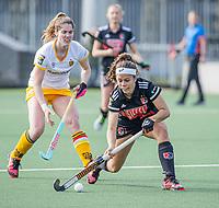 AMSTELVEEN -  Noor de Baat (Adam) met Marloes Keetels (DenBosch)  tijdens  de hoofdklasse hockey competitiewedstrijd dames, Amsterdam-Den Bosch (0-1)  COPYRIGHT KOEN SUYK