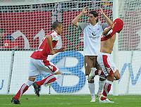 Fotball<br /> Tyskland<br /> 12.09.2008<br /> Foto: Witters/Digitalsport<br /> NORWAY ONLY<br /> <br /> Anel Dzaka, rechts 2:1 Torjubel, fuer diese Szene stellt der Schiedsrichter ihn vom Platz, Mitte Benjamin Weigelt Pauli<br /> 2. Bundesliga 1. FC Kaiserslautern - FC St. Pauli