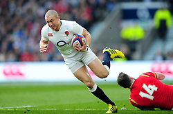 Mike Brown of England gets past Alex Cuthbert of Wales - Mandatory byline: Patrick Khachfe/JMP - 07966 386802 - 12/03/2016 - RUGBY UNION - Twickenham Stadium - London, England - England v Wales - RBS Six Nations.