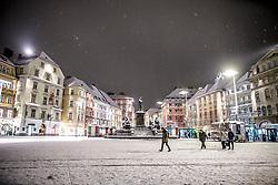 22.02.2018, Hauptplatz, Graz, AUT, Schneefall in Graz, im Bild das verschneite Erzherzog-Johann Denkmal am Hauptplatz bei Nacht, EXPA Pictures © 2018, PhotoCredit: EXPA/ Erwin Scheriau