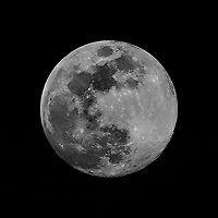Full Moon. Image taken with a Nikon D2xs camera and 80-400 mm VR lens (ISO 100, 400 mm, f/8, 1/125 sec).