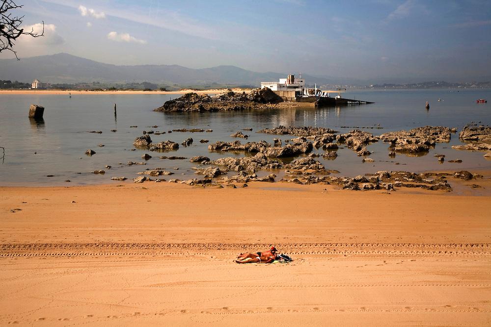 29 / JULIO / 2008  Santander<br /> Al que madruga Dios le ayuda<br /> <br /> © JOAN COSTA