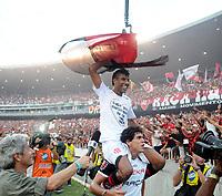 20091206: RIO DE JANEIRO, BRAZIL - Flamengo vs Gremio: Brazilian League 2009 - Flamengo won 2-1 and celebrated the 6th Brazilian Championship of its history. In picture: Leonardo Moura (Flamengo) celebrating victory. PHOTO: Andre Durao/CITYFILES