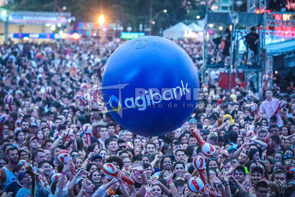 Agibank no palco principal durante a 24ª edição do Planeta Atlântida. O maior festival de música do Sul do Brasil ocorre nos dias 01 e 02 de fevereiro, na SABA, na praia de Atlântida, no Litoral Norte gaúcho. Foto: Marcos Nagelstein / Agência Preview