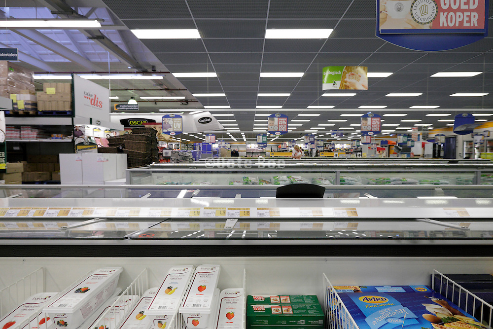 very large wholesale supermarket