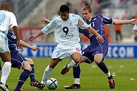 Fotball<br /> Olympique Marseille v Lille<br /> 18. april 2004<br /> Foto: Digitalsport<br /> NORWAY ONLY<br /> <br /> SYLVAIN N'DIAYE (OM) / MATHIEU BODMER (LIL)