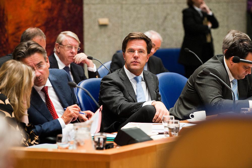 Nederland, Den Haag, 21 sept   2011.Algemene Politieke Beschouwingen in de tweede kamer..Premier Rutte temidden van zijn ministers.Foto (c): Michiel Wijnbergh
