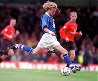 Robbie Savage - Leicester. Leicester City v Manchester United. FA Premiership, 14/10/00. Credit: Colorsport / Andrew Cowie.