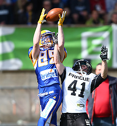 02.04.2016, Eggenberg Stadion, Graz, AUT, AFL, Projekt Spielberg Graz Giants vs Prague Black Panthers, im Bild Florian Bierbaumer (Projekt Spielberg Graz Giants, WR, #89) und Daniel Planka (Prague Panthers, DB, #41) // during the Austrian Football League game between Projekt Spielberg Graz Giants vs Prague Black Panthers at the Eggenberg Stadium, Graz, Austria on 2016/04/02. EXPA Pictures © 2016, PhotoCredit: EXPA/ Thomas Haumer