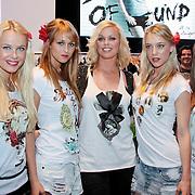 NLD/Amsterdam/20110330 - Launch tshirt lijn B. by Bridget, Bridget Maasland met modellen