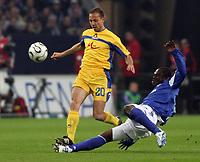 Fotball<br /> Foto: imago/Digitalsport<br /> NORWAY ONLY<br /> <br /> 06.04.2006  <br /> <br /> Gerald Asamoah (Schalke, re.) grätscht gegen Stanislav Angelov (Levski Sofia)<br /> <br /> FC Schalke 04 - PFK Levski Sofia 1:1<br /> UEFA Cup 2005/2006