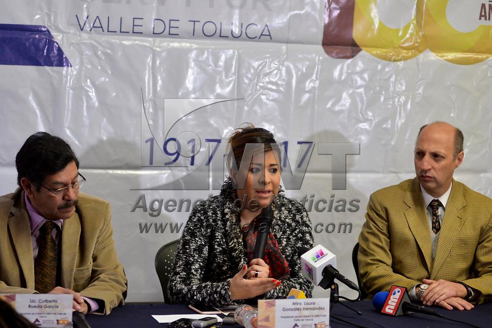 Toluca, México (ENERO 23, 2018).- Laura González Hernández, presidenta de CANACO, en conferencia de prensa informo que presentaran formalmente una solicitud de apoyo a las autoridades municipales por las perdidas económicas que sufrieron durante la temporada navideña por la tolerancia al comercia ambulante.  Agencia MVT / Crisanta Espinosa.