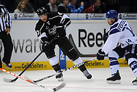 Ishockey<br /> NHL USA<br /> 04.10.2011<br /> Foto: Witters/Digitalsport<br /> NORWAY ONLY<br /> <br /> v.l. Trent Hunter (Kings), Garrett Festerling<br /> <br /> Eishockey, Compuware NHL Challenge, Hamburg Freezers - Los Angeles Kings