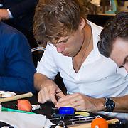 NLD/Amsterdam/20131003 -  Dad's moment ,Jaap Kwakman  bezig met het in elkaar zetten van een horloge