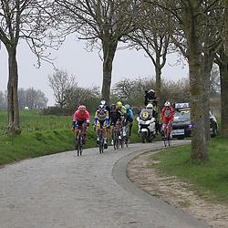 04-04-2021: Wielrennen: Ronde van Vlaanderen (Mannen): Oudenaarde<br />Kopgroep op de Paddestraat