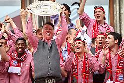 09.05.2010, Marienplatz, Muenchen, GER, 1. FBL, Meisterfeier der Bayern , im Bild David Alaba (FC Bayern Nr.27) und Louis van Gaal (Cheftrainer FC Bayern) mit der Meisterschale und Arjen Robben (FC Bayern Nr.10) und Mark van Bommel (FC Bayern Nr.17)  , EXPA Pictures © 2010, PhotoCredit: EXPA/ nph/  Straubmeier / SPORTIDA PHOTO AGENCY